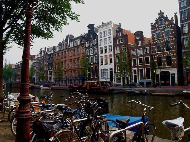 A Quintessential Amsterdam Canal
