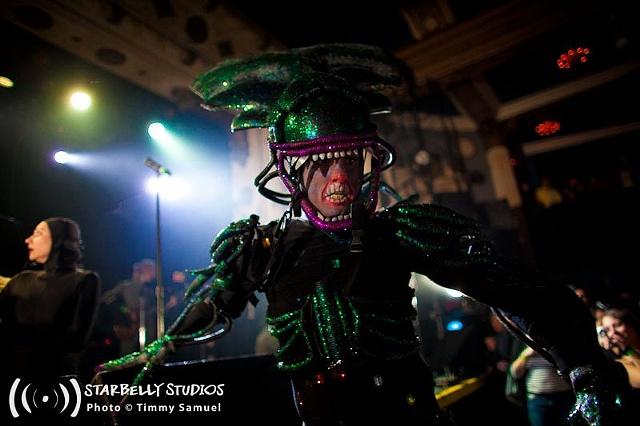 Alien Queen on Stilts
