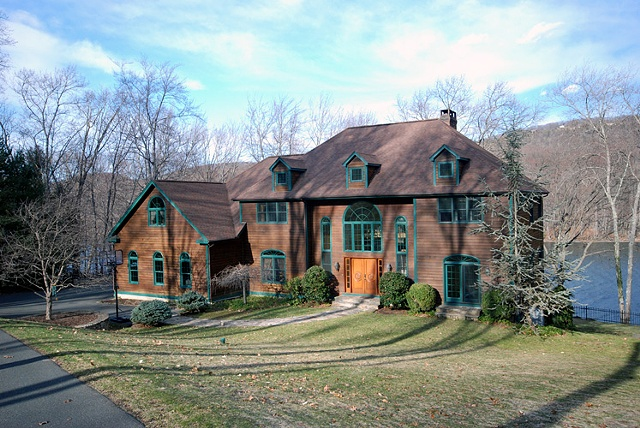 Candlewood Lake home, CT