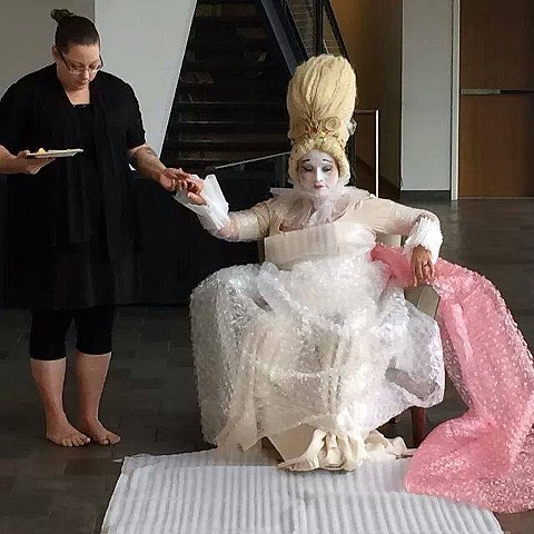 PorcelaReina #1 is the third movement in a suite of performances and photographs from my most recent series REINAS (Queens).