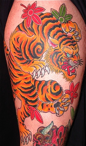 Tiger & Maple leaves