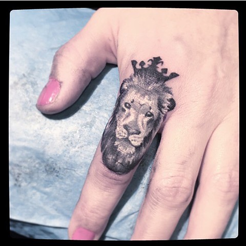 Smallest lion ever on a finger