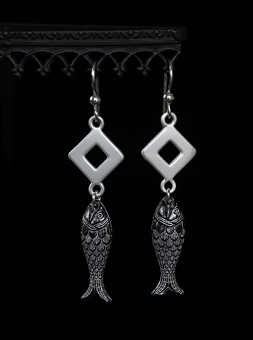 Fish Drop Earrings - Silver/Black