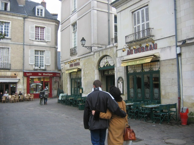 Couple in Tours