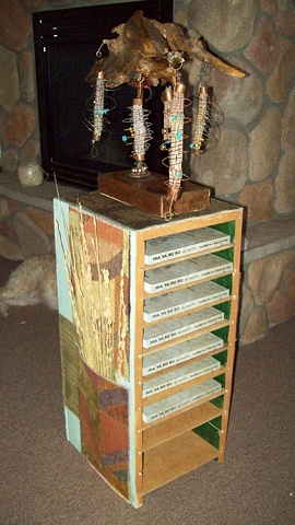 Pedestal / book shelf