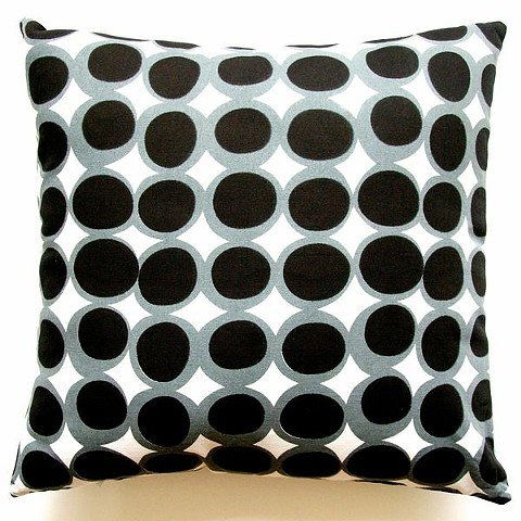 egg black/grey pillow