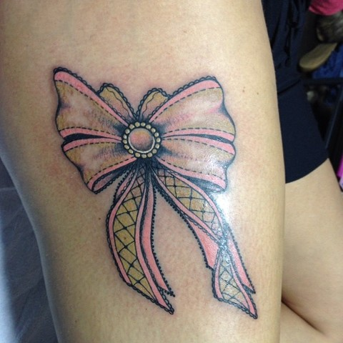 Bow on leg by Sydey Dyer