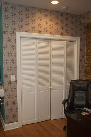 "installation of ""Horse Shoe with Gems"" wallpaper"