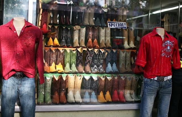 botas y camisas