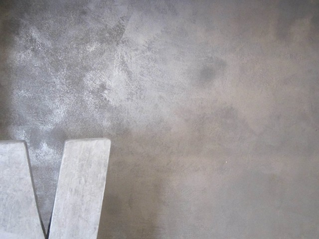 Rubbed Tungsten metallic plaster finish.