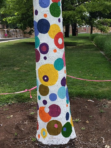 Detail Polk-A-Dot Tree