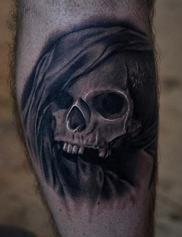 black-grey-tattoo-leg