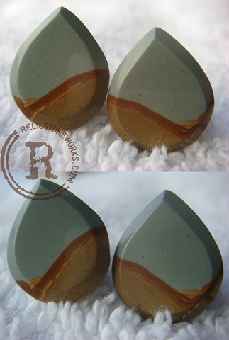 0g Blue Mustang Picture Jasper Teardrop Facets