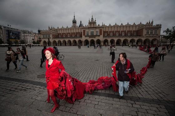 Red Weight by Aine Phillips 2013, fot. Mieszko Stanisławski