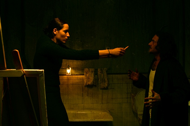 """Mujer Torcida Bajo cielo Rosa Palido"" Set Picture"