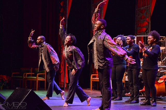 The New Works Dancers take a bow. Pic courtesy of Kadesh DuBose/KmBd Studios™