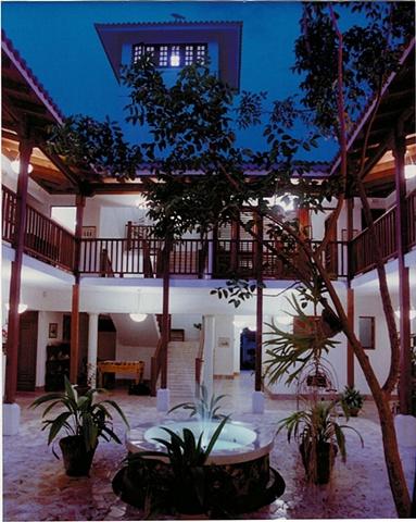 Casa Hines, 1996