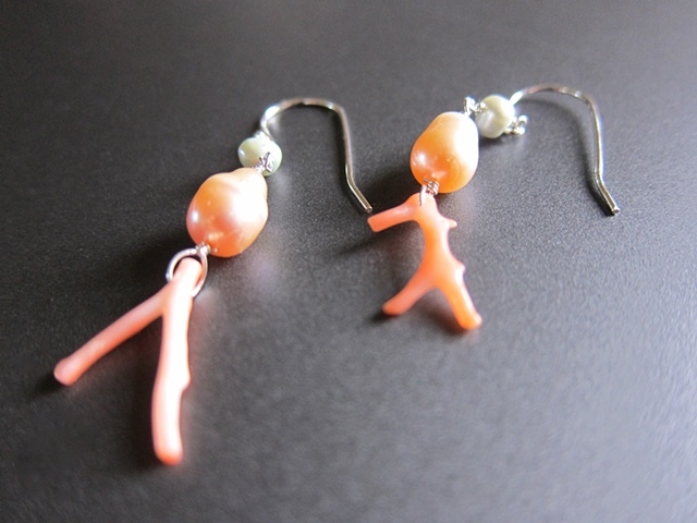IN Coral, Pearl Earrings