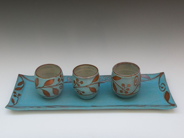 Long tray and tea bowls