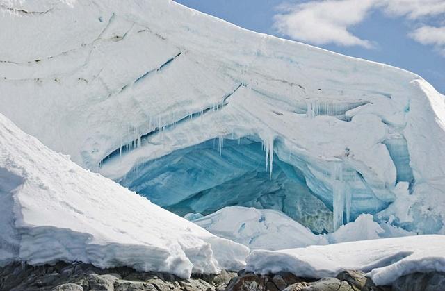 blue iceberg antarctica