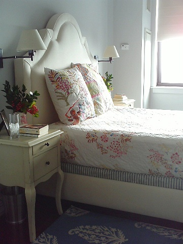Soothing and serene master bedroom by Jane Interiors NYC, Small Bedroom, Small Bedroom Designer