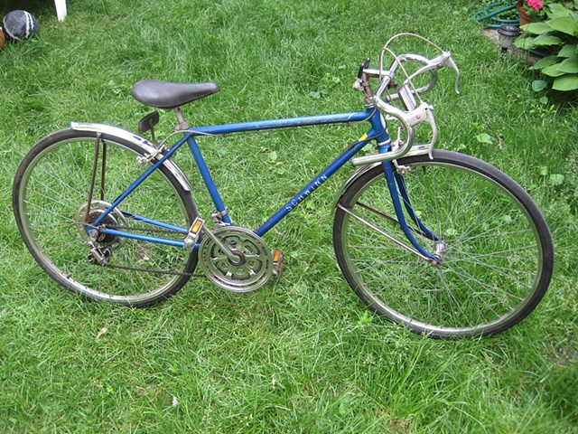 Schwinn-Collegiate-Sport-10-road bike