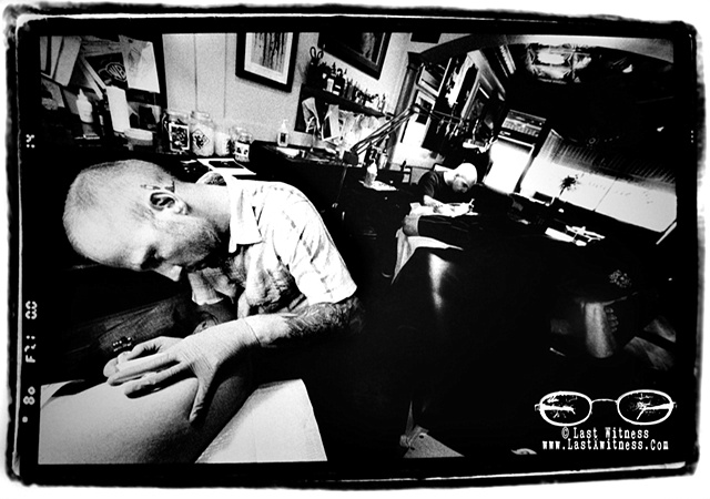 Tommy Helm tattooing my thigh