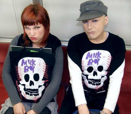 Atomic skull bag & shirt