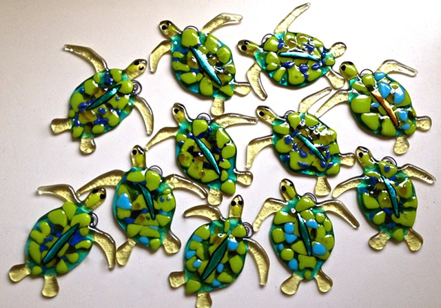 "Tiny Green sea turtle Ornament/Suncatcher...  details: about 4"" long x 3"" tall"