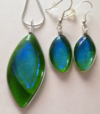 """Green Leaves"" necklace & earrings set...  details: pendant:  top to bottom: 2"" x 7/8"" earrings:  1"" x 5/8"""