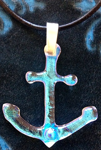Little, clear sparkly Anchor necklace