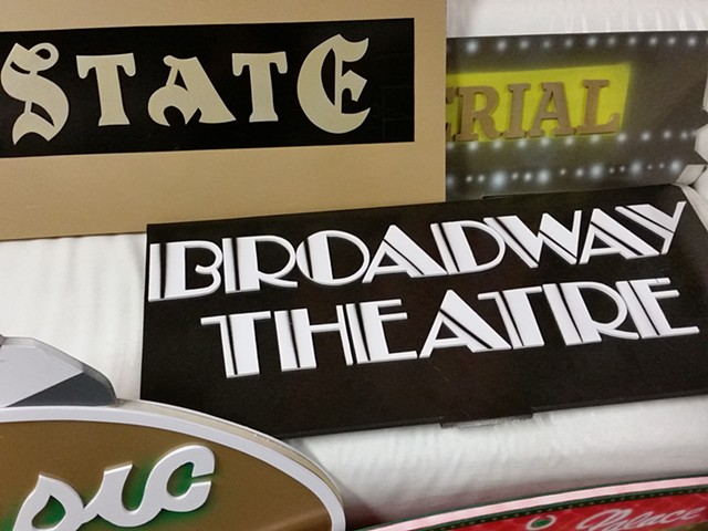 State and Broadway Theater Centerpieces, Close Up