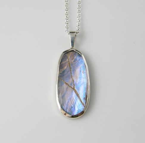 'Glowing Oval' Pendant with Adjustable Chain