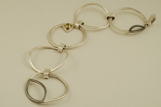Sterling Silver and peridot set in 18k gold link circle modern classy bracelet