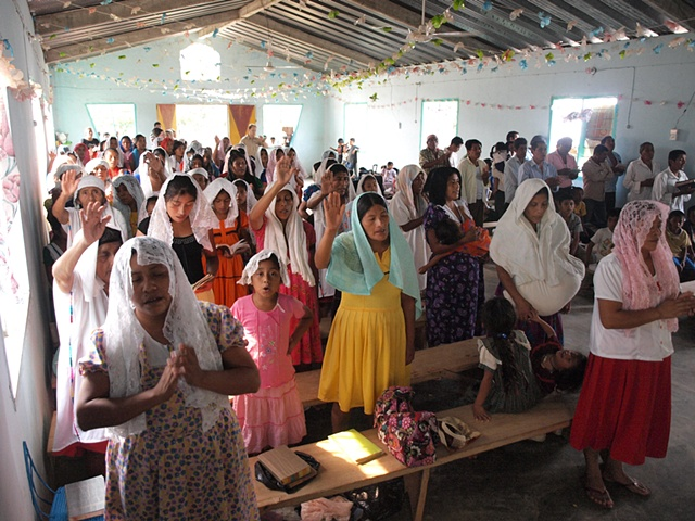 Sunday worship in Chinanteco village