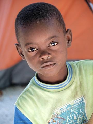 Haitian boy in new tent camp Léogâne