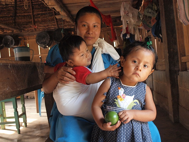 Chinanteco mother and children