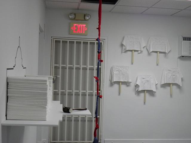 """""""Volumen de toallas de mano (desechables)"""" , """"Soga de escape (Los escapistas)"""", y """"Pancartas de toallazos"""""""