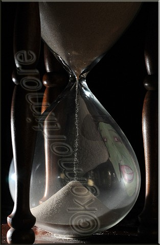 karen george mortiomore, hour glass, witch, reflection