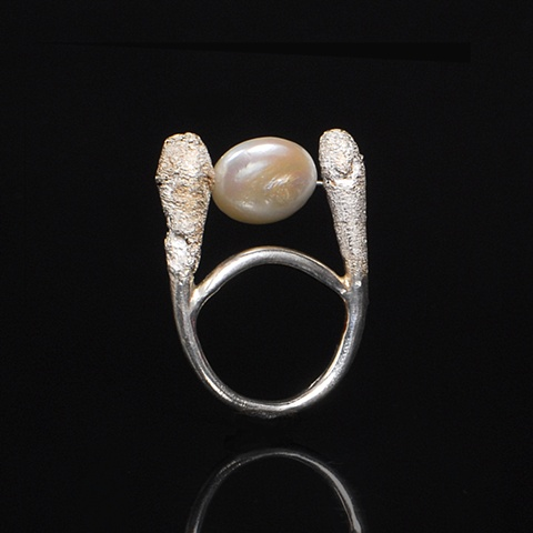 Rotating Pearl Q-Tip Ring