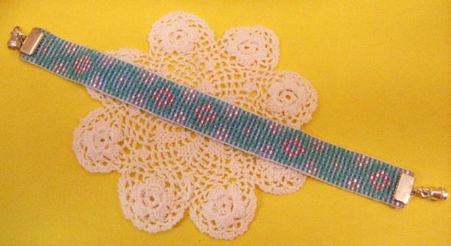 Loom bracelet by Lizzie