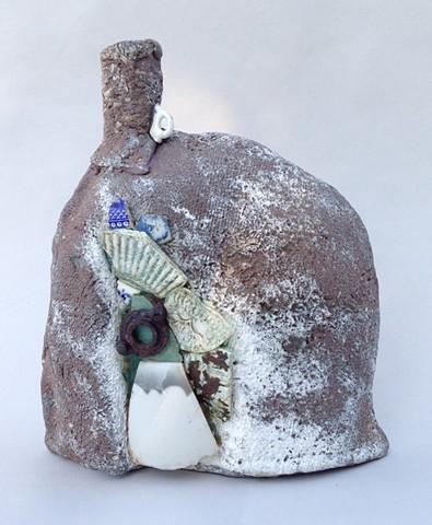 Ceramic bottle form