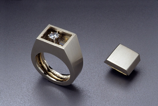 Gent's Ring with interior solitair engagement ring (open)