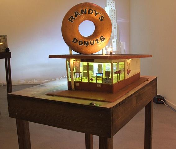 Randy�s Donuts sculpture
