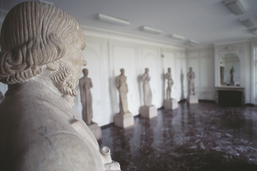 In the IMSS' Hall of the Immortals, altered statues esplore the idea of doctors as Gods