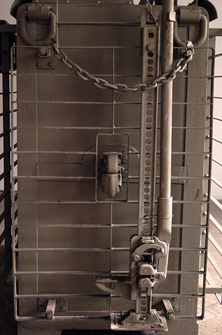 SAFE (detail) Mounted Hi-Lift jack and 15 ton pintile hitch