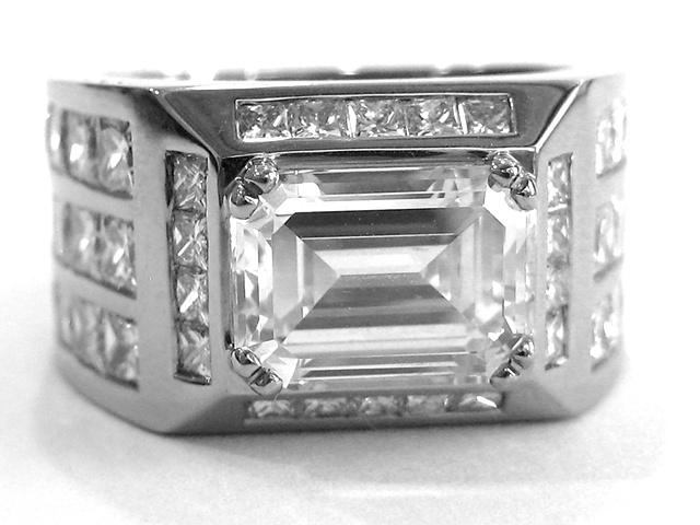 10 carats VVS1 emerald cut and princess cut set in 18ct whitegold