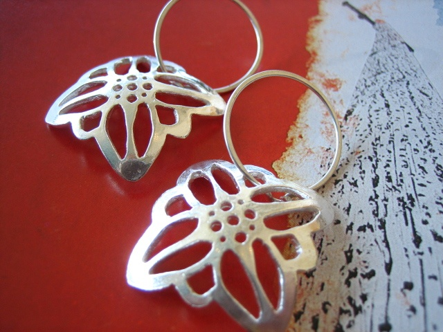 blossoms,jewelry, earring, metal, jewel, chain, metalwork, modern, wire, flower, edelweiss, austria,  sterling silver, pierced