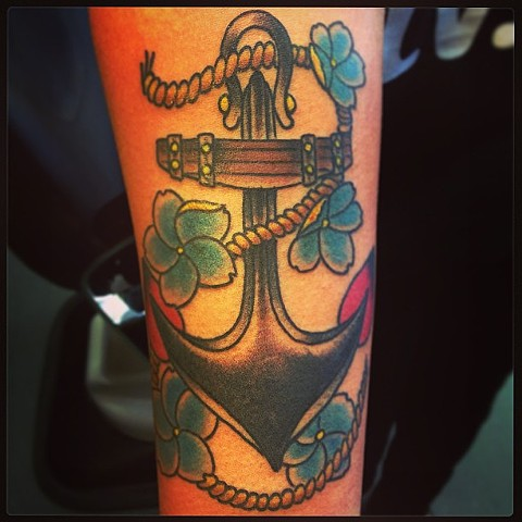 an old school, traditional anchor tattoo with a rope and flowers by vincent. vincentiusmaximus