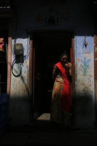 Woman in street; Jaipur, Rajasthan